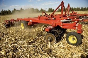 The 6630 efficiently cuts through tough residue and opens cold, wet soils to the warming action of the sun